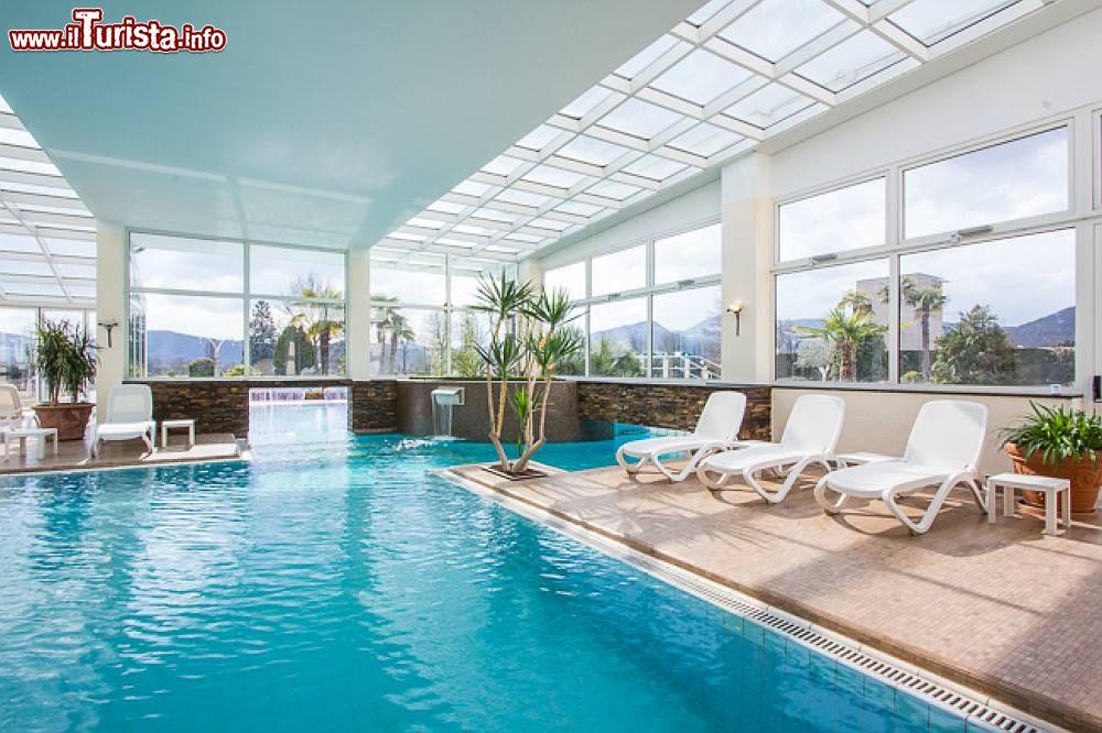 Lo stabilimento piscine termali dell 39 hotel leonardo da vinci abano terme - Piscine termali montegrotto ...