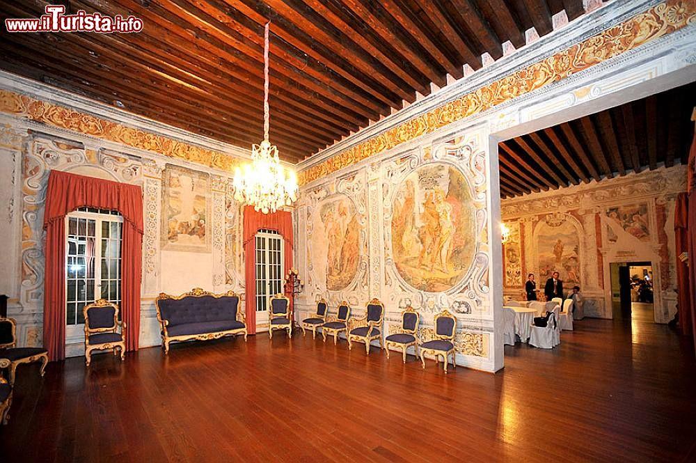 Interni Di Villa Pisani : Vista dei saloni interni di villa pisani a vescovana foto