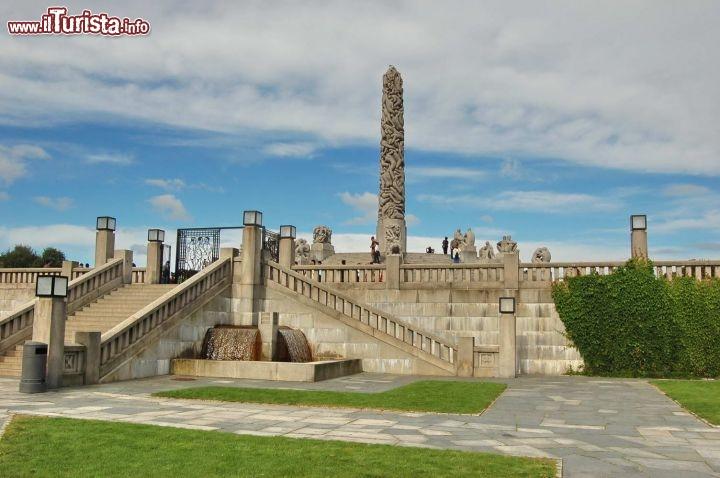 Centro del vigeland park con obelisco guarda tutte le foto for Puglia garden city ny