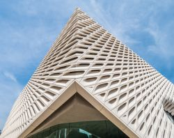 The Broad Art Museum a Los Angeles Downtown in California - © 4kclips / Shutterstock.com