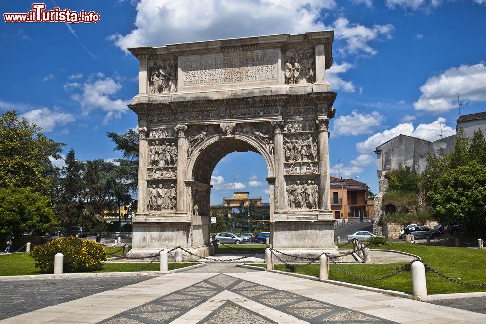 Cosa vedere e cosa visitare Arco di Traiano