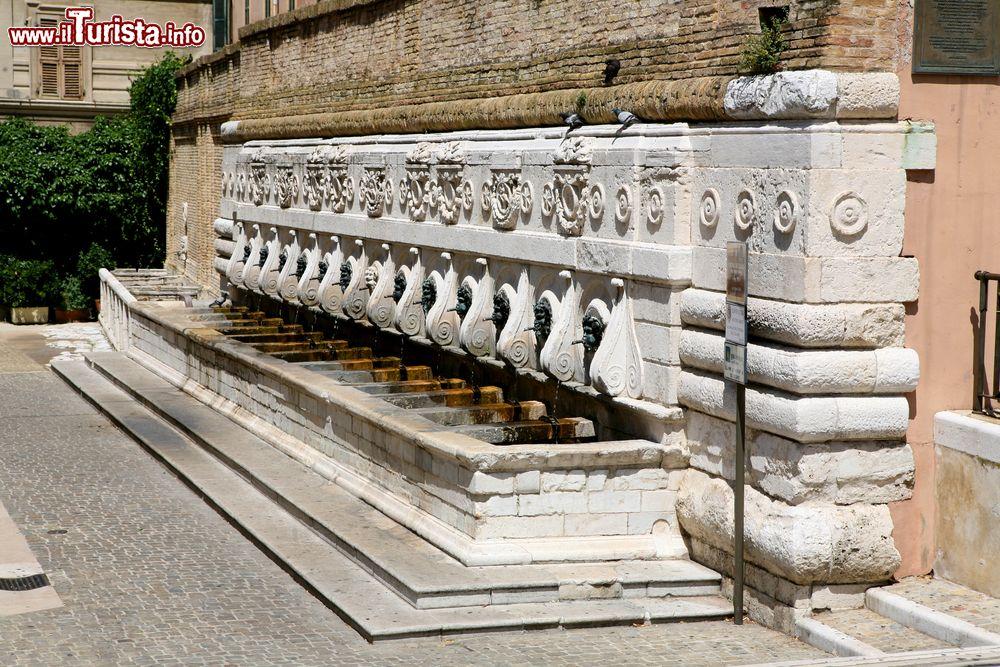 Cosa vedere e cosa visitare Fontana del Calamo