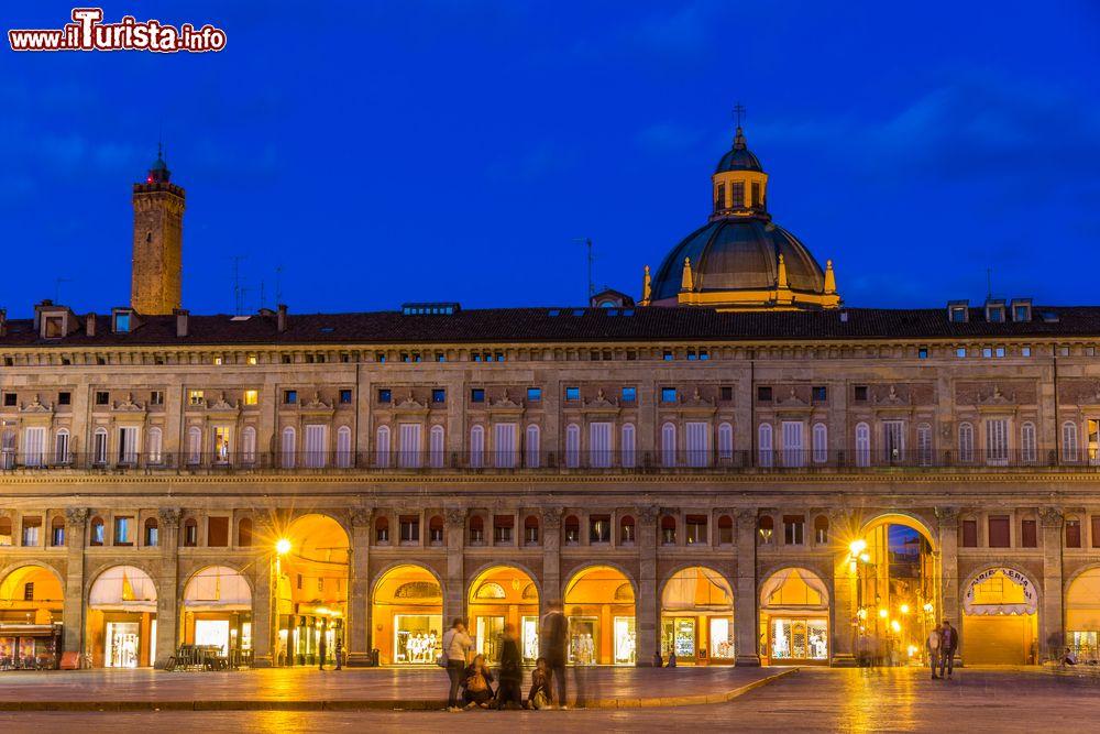 Cosa vedere e cosa visitare Palazzo dei Banchi