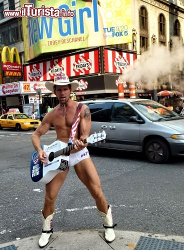Il mitico Naked Cowboy a Times Square