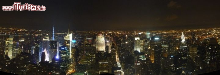 Panorama notturno di new york