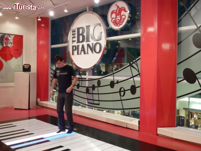 Fao Schwarz: big piano