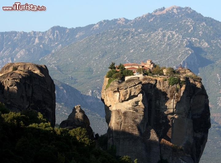 I monasteri delle meteore grecia sono delle rocce a - Le fiere piu importanti nel mondo ...