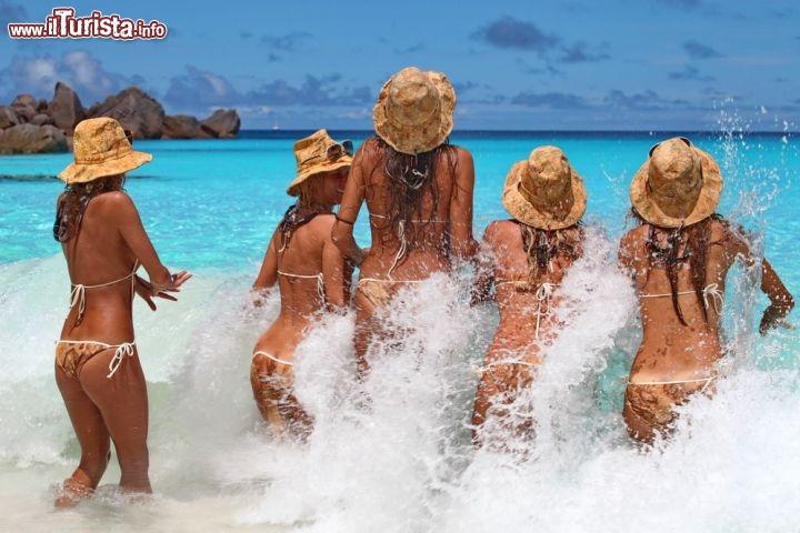 abbastanza Le ragazze di Donnavventura si tuffano nel mare cristallino delle  YN26