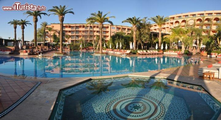 Giardino D Inverno Toscana : Sofitel marrakech vista del giardino e piscina guarda