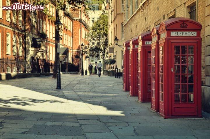 le famose cabine del telefono rosse di soho foto londra soho