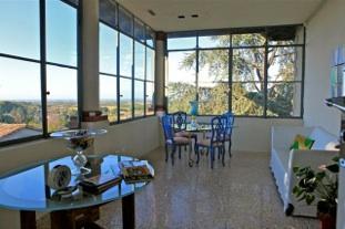 Casa illica il soggiorno a vetrate foto castell 39 arquato - Case moderne con vetrate ...