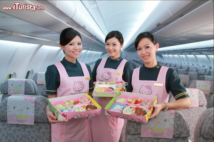 Hostess e pranzo Hello Kitty's style - Foto cortesia, EVA Air - www.evaair.com