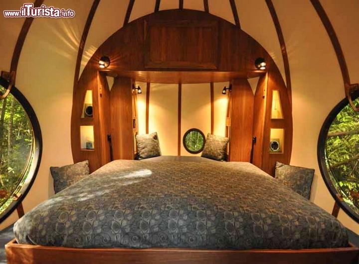 Interno di una sfera dell 39 hotel free spirit spheres a - Come si puo durare di piu a letto ...