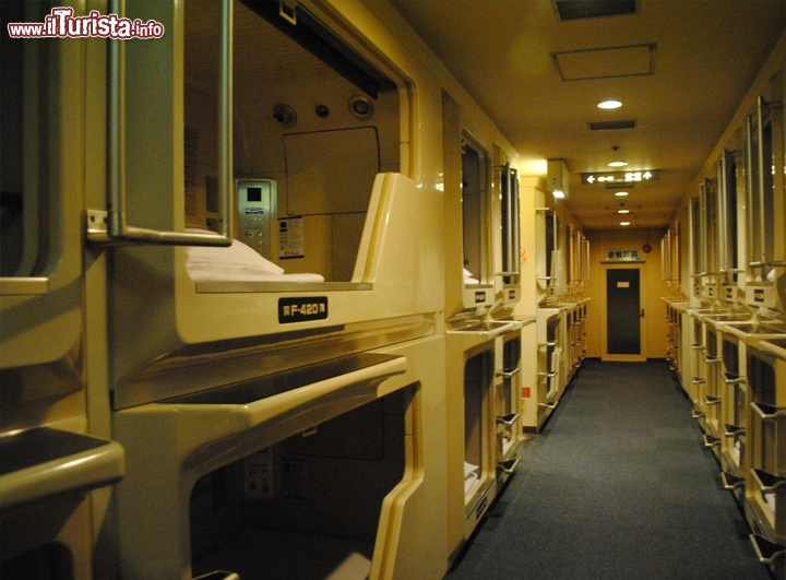 Japans capsule hotel loculo giappone se non avete for Camere giapponesi