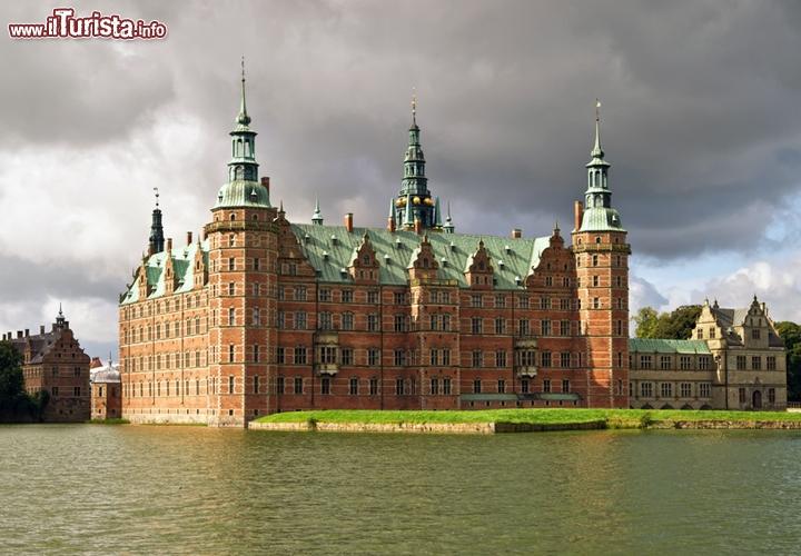 Castello di frederiksborg hillerod danimarca il for Case che sembrano castelli
