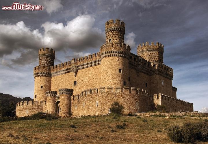 Il castello dei mendoza a manzanares el real madrid for Case di architettura spagnola