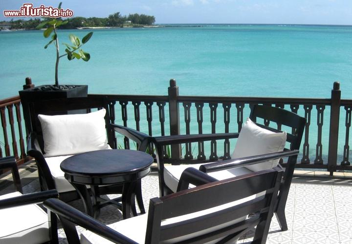 La terrazza sul mare del Royal Palm è perfetta per sorseggiare ...