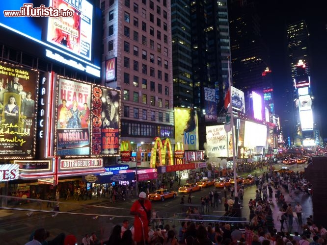 Immagine Times square di notte a New York City