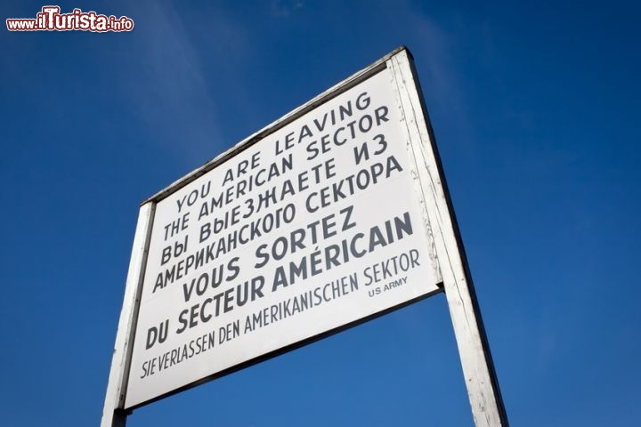 Immagine Cartello Berlino Est confine Checkpoint Charlie