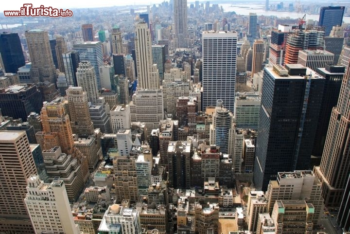 Vista dal top of the rock i grattacieli di manhattan for Immagini grattacieli di new york