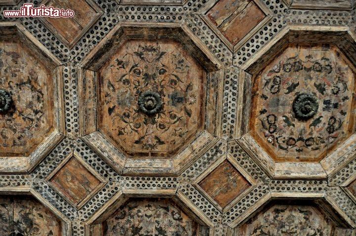 Soffitto in legno a cassettoni sala Conte di Luna Palazzo Roccabruna ...  Gu...