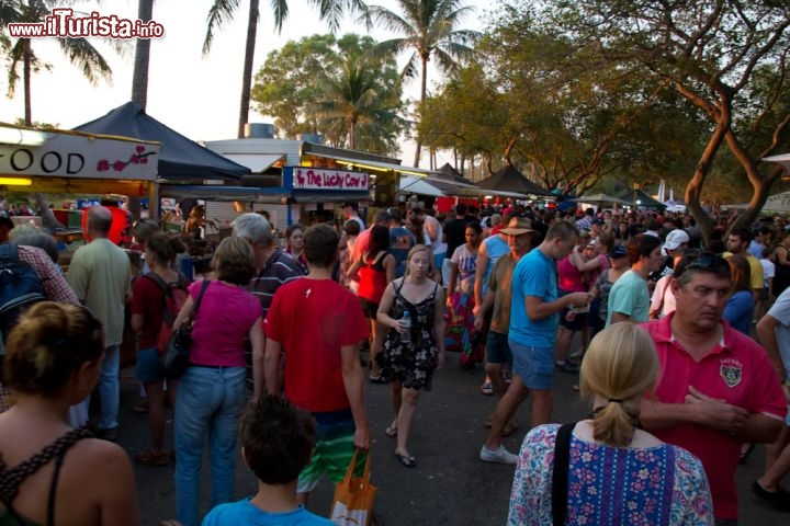 Immagine Shopping serale a Darwin ai Mindil Beach Sunset Markets