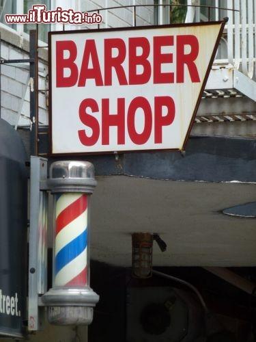 Tipica insegna americana di un barbiere a Chelsea
