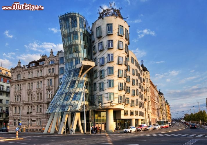 Casa danzante praga cosa vedere guida alla visita for Immagini di design moderno edificio