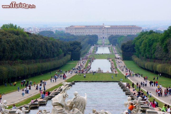I giardini e la reggia di caserta in campania italia - Reggia di caserta giardini ...