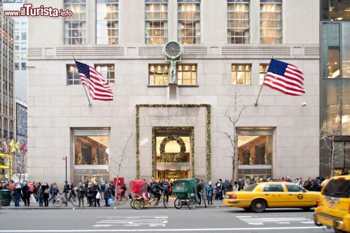 Facciata natalizia di tiffany co a new foto new for Immagini new york a natale