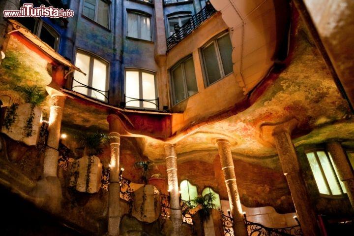 Scale interne alla pedrera di barcellona foto for La casa progetta le foto interne
