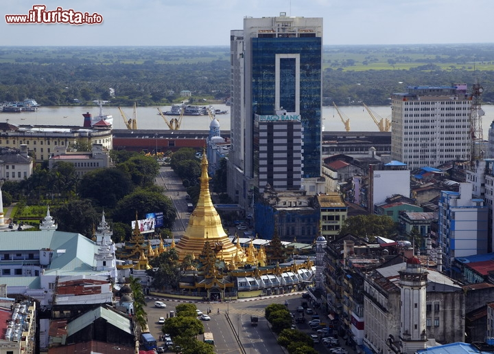 Centro storico di yangon in myanmar un centinaio di for Piani di casa di architettura del sud