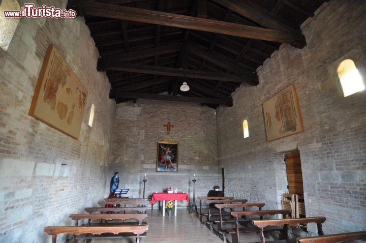 Navata interno Oratorio San Michele a Castelvetro - L\'interno ...