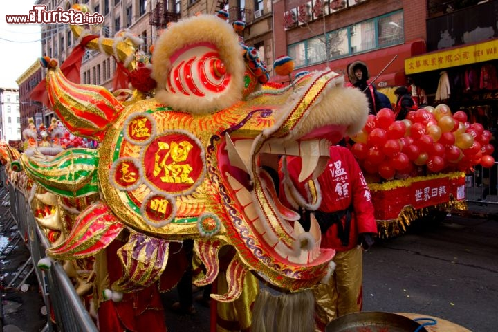 Immagine Capodanno cinese a Chinatown: a New York City parata in strada di un dragone cinese - © Globalphotogroup / Shutterstock.com