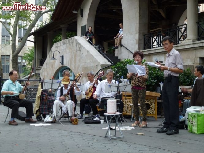 Immagine Concerto cinese a Columbus Park a Chinatown, New York City