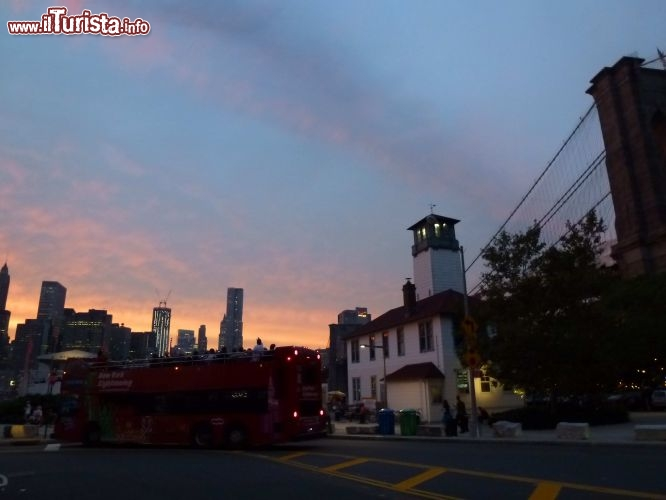 Immagine Brooklyn Ice Cream Factory al tramonto