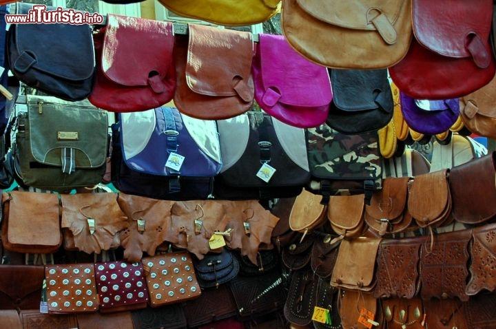 Borse di pelle mercato El Rastro shopping Madrid   Foto