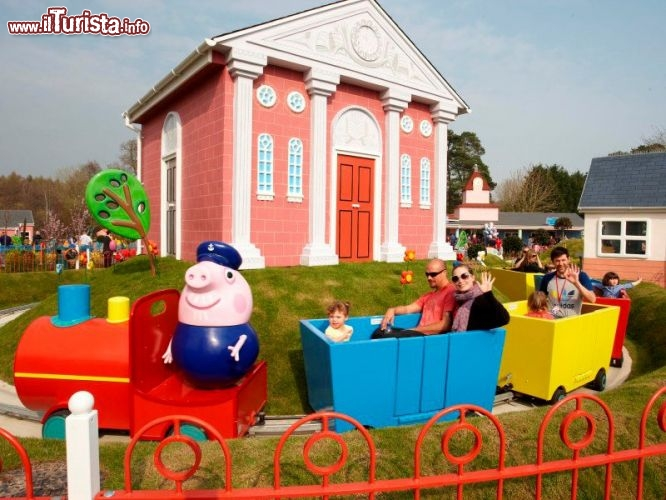 Grandpa Pig's Lttle Train, il trenino giostra nel parco di Peppa Pig in Inghilterra - Cortesia foto peppapigworld.co.uk