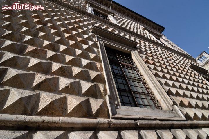 Dettaglio Della Facciata Di Palazzo Dei Diamanti