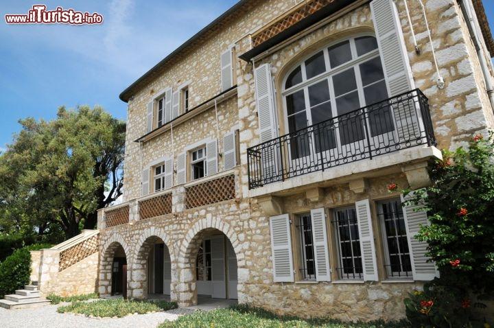 L 39 esterno della casa museo di pierre auguste foto for Stili di case esterni