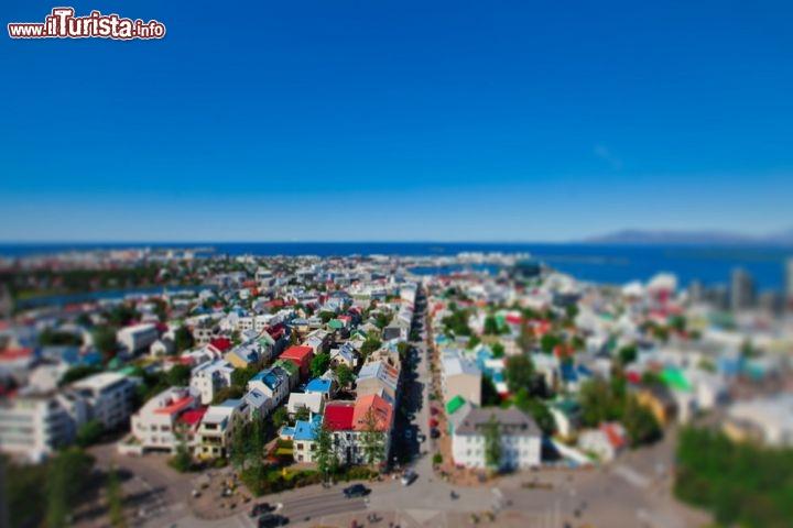 le casette colorate di reykjavik in tilt shift la ForCasette Di Legno In Islanda Reykjavik