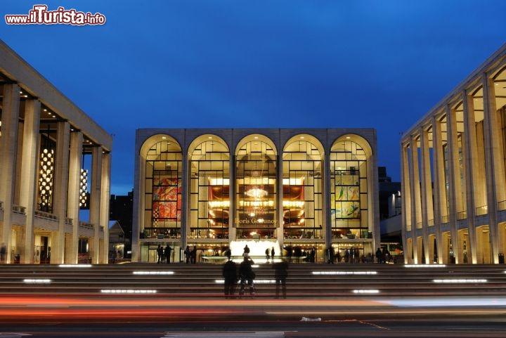 La metropolitan opera house presso il lincoln foto for Appartamenti vacanze new york city manhattan