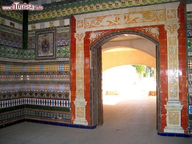 La f brica de loza si trova sull 39 isla foto siviglia for Azulejos antiguos sevilla
