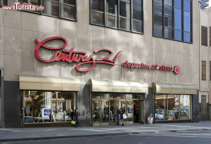 Immagine Century 21 Department Store famoso negozio di New York City al 1972 Broadway - © NYC & Company / Will Steacy