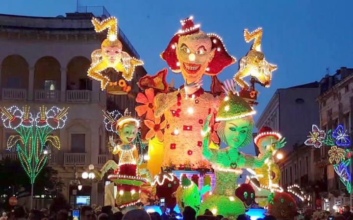 Festa dei Fiori, Carnevale infiorato Acireale