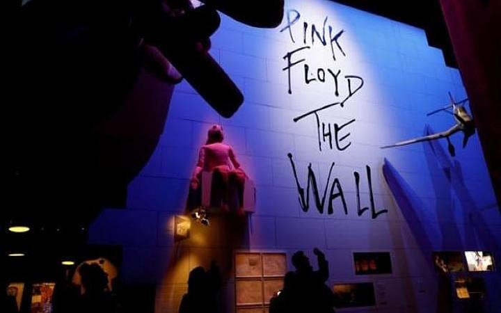 la mostra sui pink floyd a londra victoria and albert