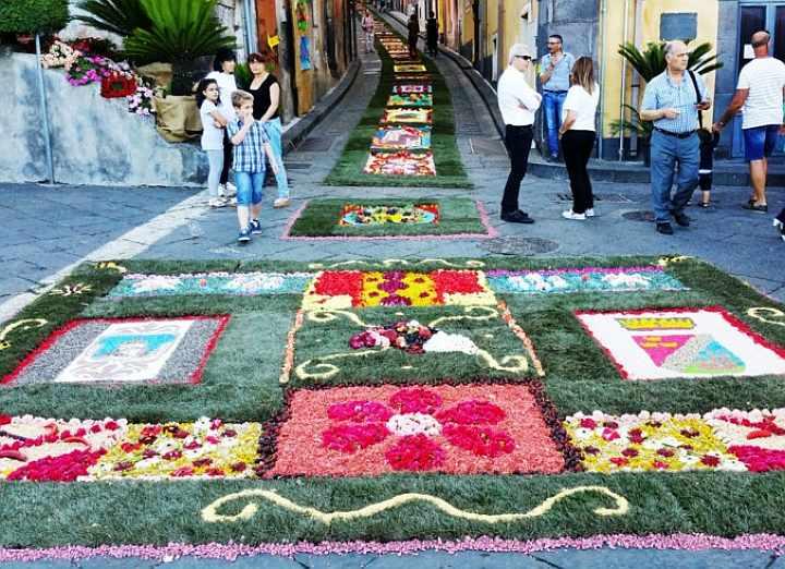 Infiorata tra fiori e frutta e Sagra della Ciliegia Sant\'Alfio