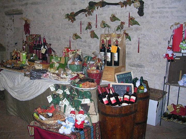 Il mercatino di natale a frontone nel castello di b for Castello di frontone