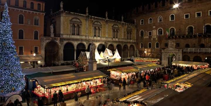 Immagini Di Verona A Natale.I Mercatini Di Natale A Verona Date 2018 E Programma