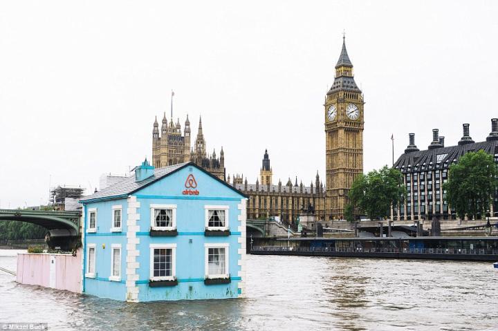 Una casa galleggiante sul Tamigi, l'ultima trovata di Airbnb